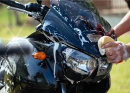 MOTOR SCHOONMAAKTIPS: STRALEND DE WEG OP